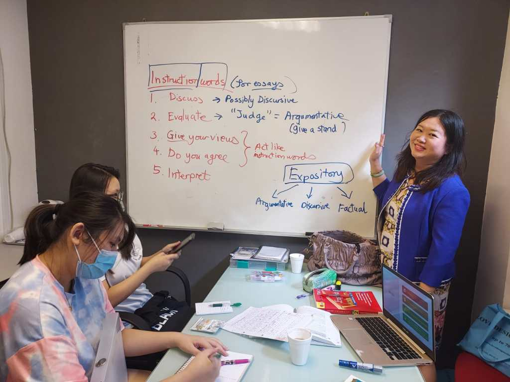 Dr-Lu-teaching